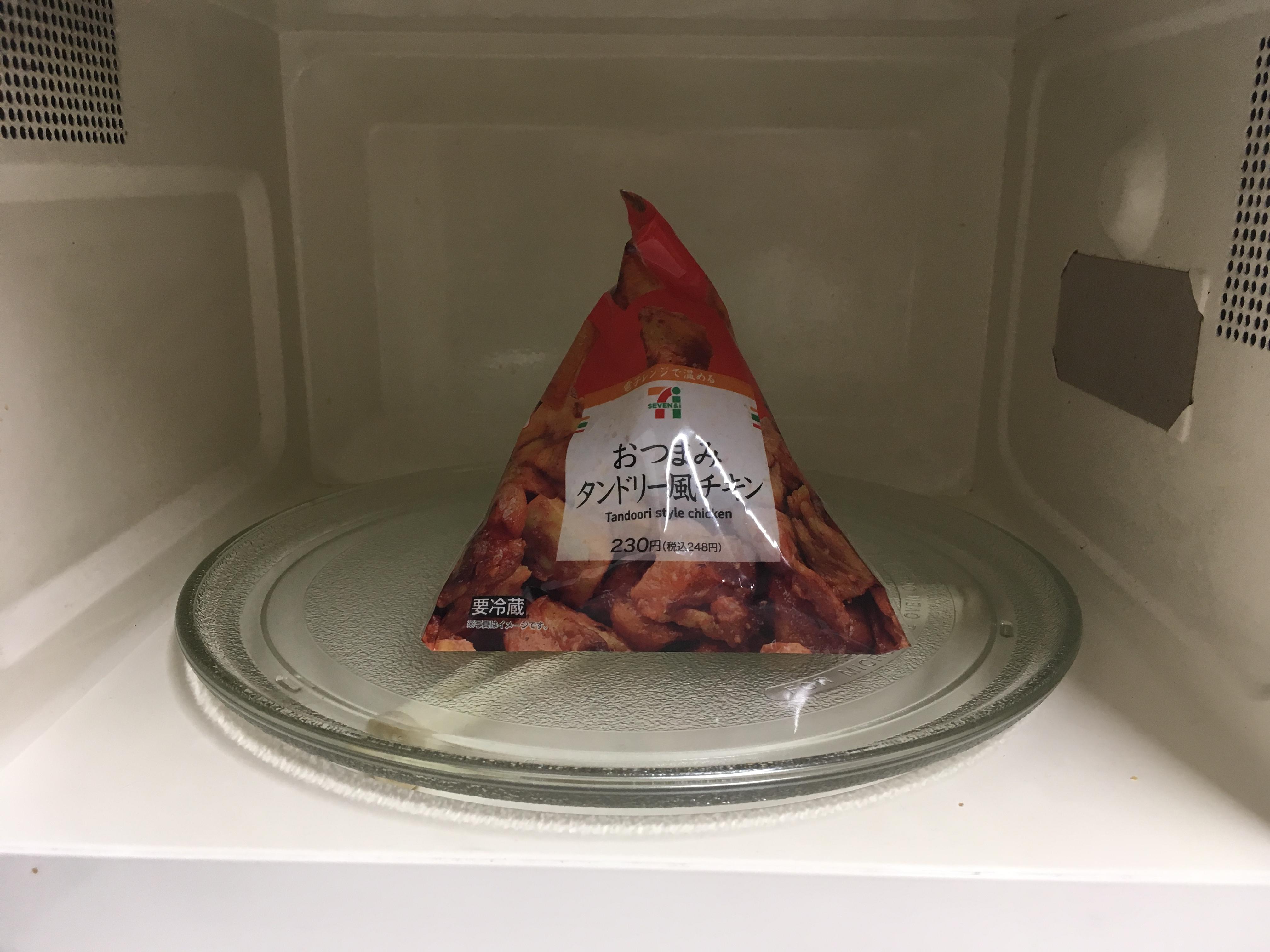 レンジに置かれたおつまみタンドリー風チキン