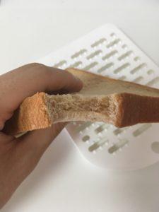 ローソンのブラン入り食パンの断面