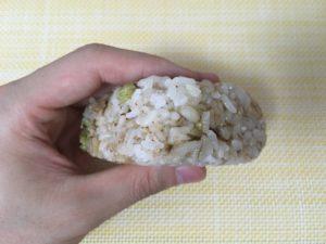 ローソンのもち麦入りおにぎり 枝豆と塩昆布
