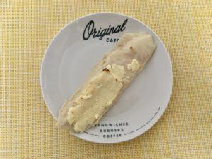 ローソンのまるでチーズのようなサラダチキン(炙りチーズ)